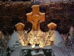 b_216.Huissen bij Kaarslicht op begraafplaats 6